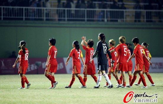 名哨认定女足进球有效 质疑韩籍边裁业务能力