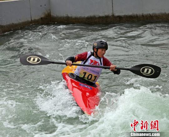 皮划艇激流回旋锦标赛激战 为里约奥运选人才