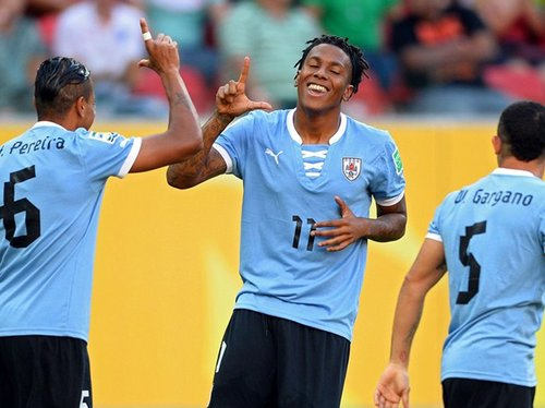 进球视频:乌拉圭闪击 第2分钟角球进攻破门截图