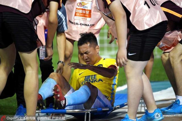 吴曦小腿被踢肿需再检查 卡佩罗点出苏宁软肋