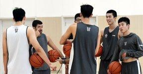 高清:天津男篮备战新赛季 外援泰勒参与合练