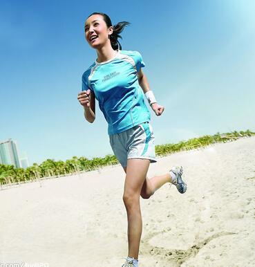 跑步跑出小肚子?4种错误跑步姿势影响身材
