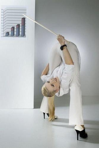 俄罗斯柔术秀美女拍性感写真演编织v柔术(组图制服的胸罩方法性感背心图片