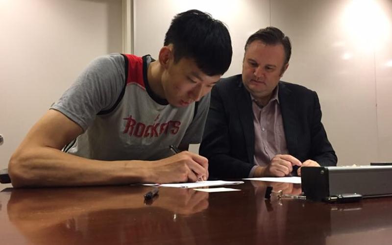 周琦与火箭队正式签约,他的梦想刚刚起步