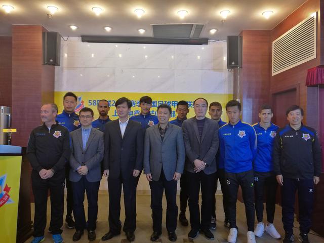 上海申鑫6新援亮相 主教练:首轮就要打出气势
