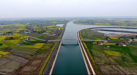 湖北沙洋江汉运河首届国际半程马拉松鸣枪开跑