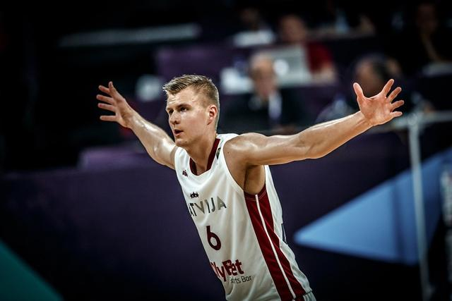欧洲杯:拉脱维亚大胜黑山晋级八强 波神发挥神勇