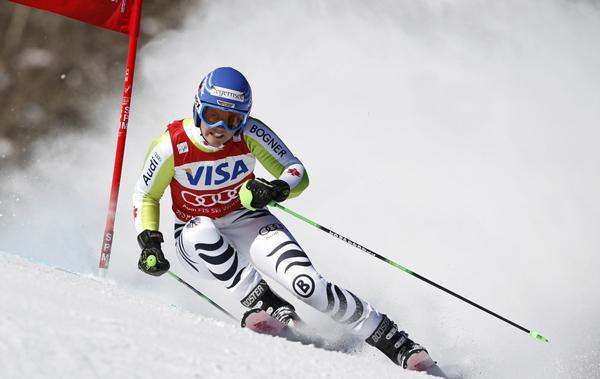 滑雪初学者看装备滑雪过来与滑雪纹绣介绍教学技巧视频图片