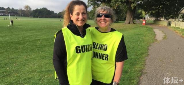 盲人跑者已完赛100个公园跑 正备战全程马拉松