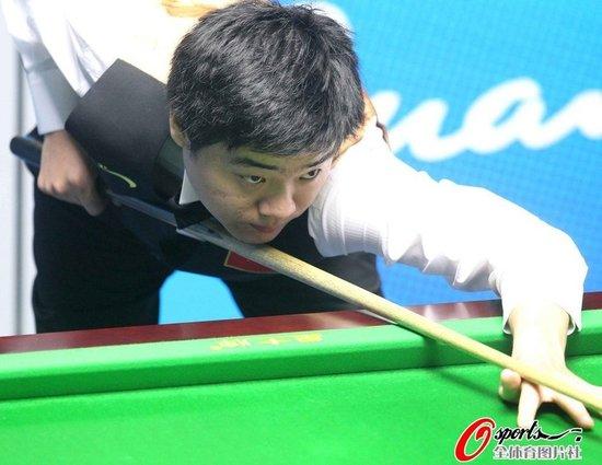 丁俊晖决胜局涉险过关 晋级决赛与傅家俊争冠