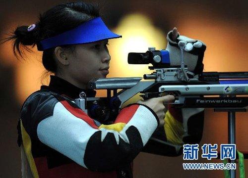 中国选手易思玲获得0射击女子10米气步枪金牌