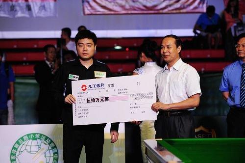 丁俊晖报世锦赛一箭之仇 17-15特鲁姆普夺冠