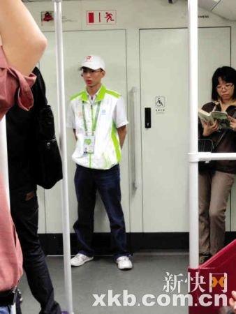 亚运地铁志愿者疲惫夹杂欢乐:我是个活地图
