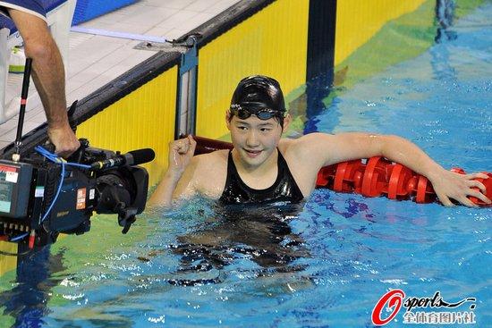 女400混合泳中国揽金银 14岁叶诗文强势夺冠