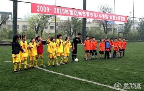 """足球少年:是谁""""扼杀""""了我的足球梦?"""