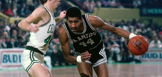 他连拿三次NBA得分王 不惧乔丹魔术师却生不逢时