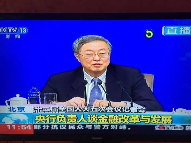 周小川:部分对外体育投资对中国没太大好处