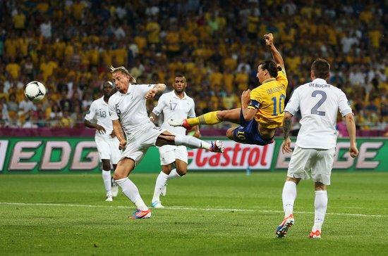 欧洲杯最佳进球诞生! 伊布复制86世界杯神迹