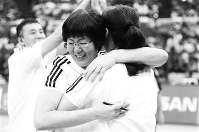 中国女排力克俄罗斯 拥吻世界杯只有一步之遥