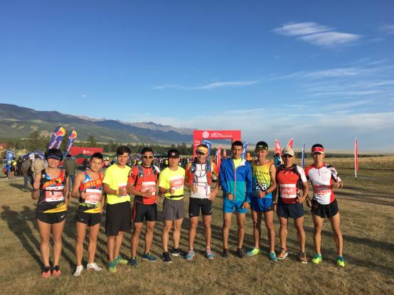 东天山越野新疆哈密开跑 国内外500余选手参赛