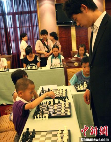 丁立人夺得国际象棋亚军 中国棋王何时能上位