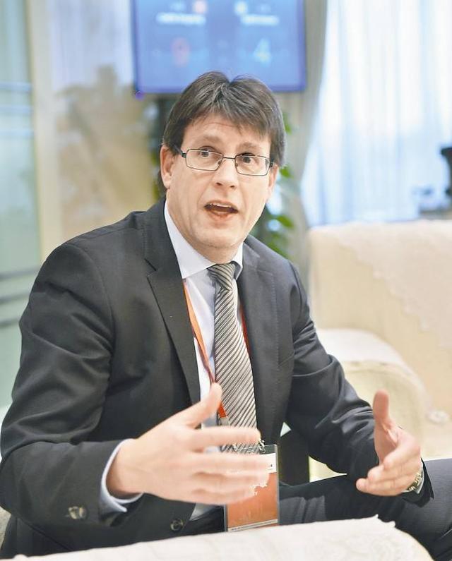 托马斯胜塞弗连任国际乒联主席 未来四年都是他执政