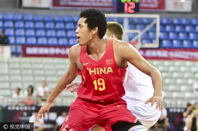 北京双外援随队合练 19岁混血中锋与一队会合