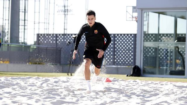 库蒂尼奥在体育中心训练