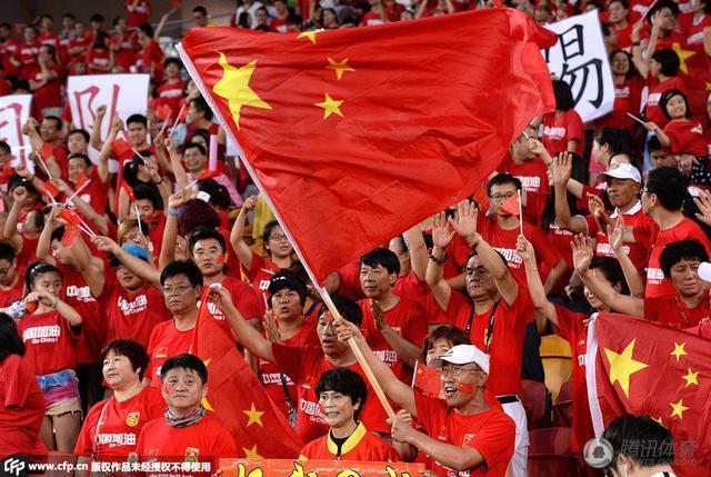 中国足球队对不起再遭挖坟 球迷:原谅你