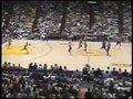 视频:罗德曼舞女踢腿式抓篮板 逗乐场边乔丹