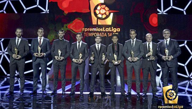 西甲赛季颁奖:萨赢家