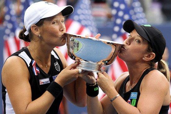胡贝尔/雷蒙德逆转卫冕冠军 夺美网女双桂冠