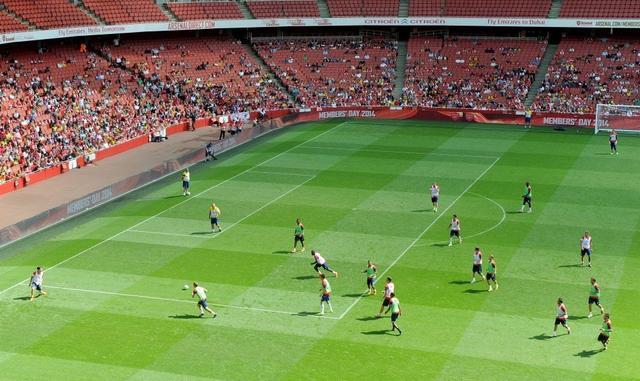 趣图:会员日来袭,球员与球迷近距离接触