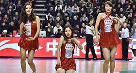 高清:篮球宝贝跪地热舞助威 化身超萌吉祥物