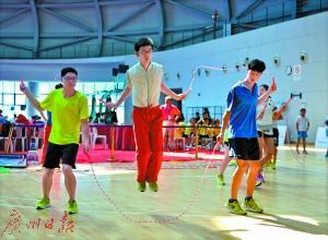 30秒222下! 广州小学生刷新跳绳世界纪录