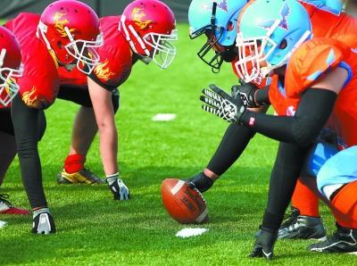 这是中国橄榄球协会首次主办美式室内橄榄球的全国联赛,山东体育学院图片