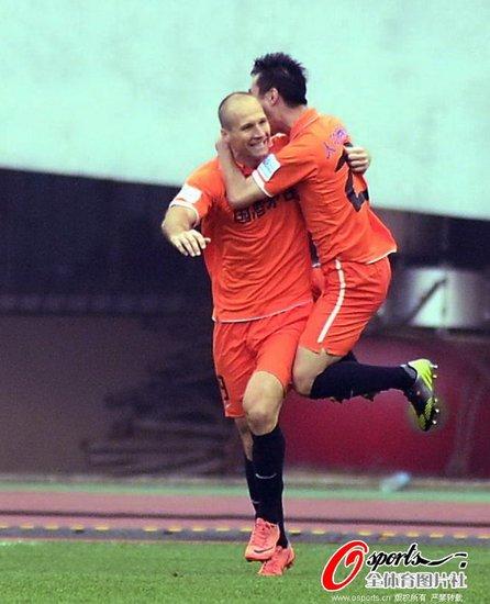 总比分茅台3-3鲁能进足协杯决赛 穆斯利传射
