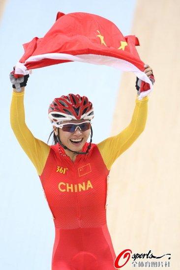 自行车女子积分赛-刘馨领先7分巨大优势摘金