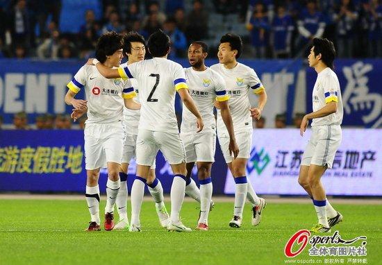舜天0-1阿尔滨遭3连败 李学鹏绝杀助首胜江苏