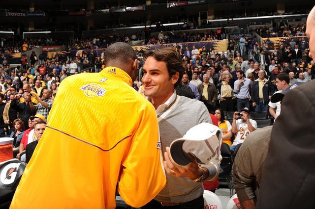 科比领NBA群星祝贺费德勒:独一无二历史最佳