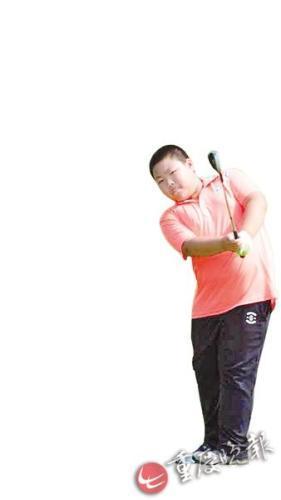 爱舞拖把的重庆男孩 一年半拿了6个高尔夫冠军