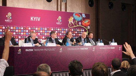 欧足联主席赞裁判判罚 反对球场引入科技元素