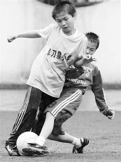 武汉市李桥小学:足球学校也有乡村梦小学题英语翻译图片