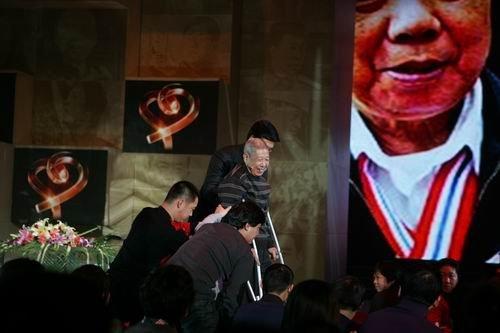 杨晓冬的三个梦想:看球 慈善 请关注我们
