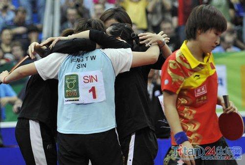2010年5月30日,在2010莫斯科世界乒乓球团体锦标赛女团决赛中,新加坡队以3比1战胜中国队,获得冠军