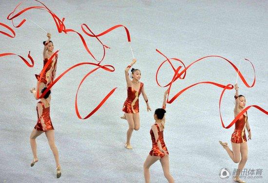 辽宁省先生体操队和沈阳市体育运动学校的小队员配合完成.与健美艺术打架图片