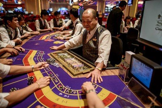 澳门薪酬十年涨245% 赌场员工月均收入一万八