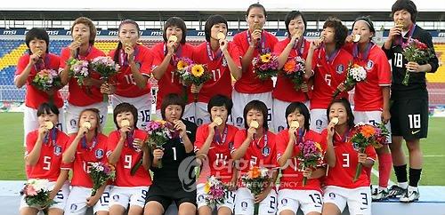 韩女足主帅:中国比我们紧张 来广州就为冠军