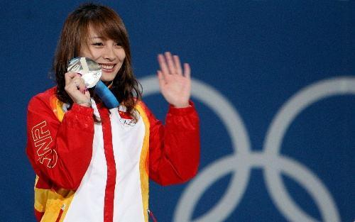 世界冠军李妮娜晒工资条 吐槽补助不够坐公交