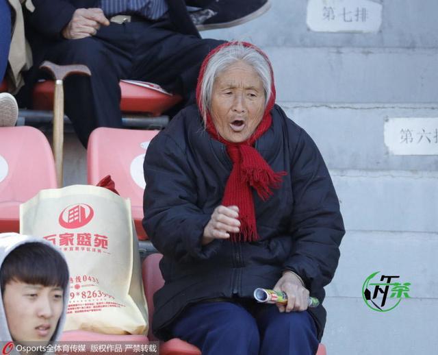 【下午茶】球迷给予延边力量 天堂也有足球梦